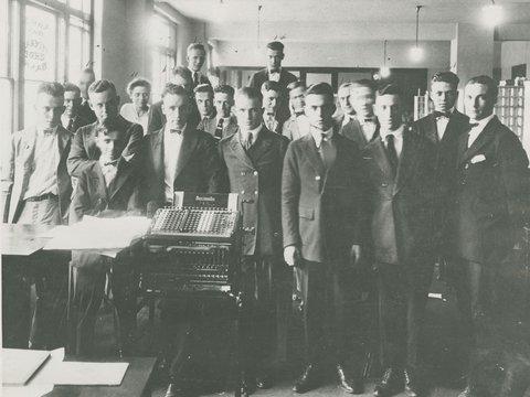Image of 10Transit dept employees 1920.jpg