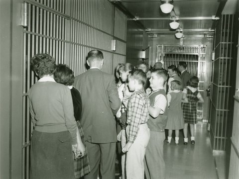Image of 1960_02_omaha_branch_children_touring_cash_area