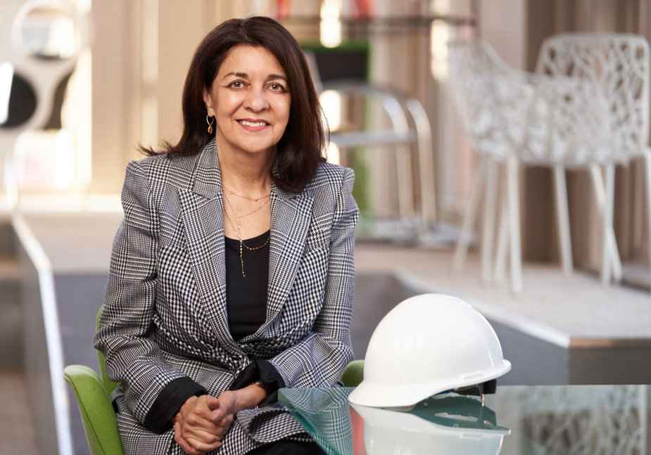 María Griego-Raby of the Kansas City Fed's Board of Directors sitting on a bench in a suit.